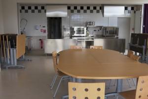 salle avec cusisine pedagogique [1600x1200]