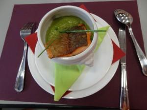 Poisson grillé et velouté de petits pois (Copier)